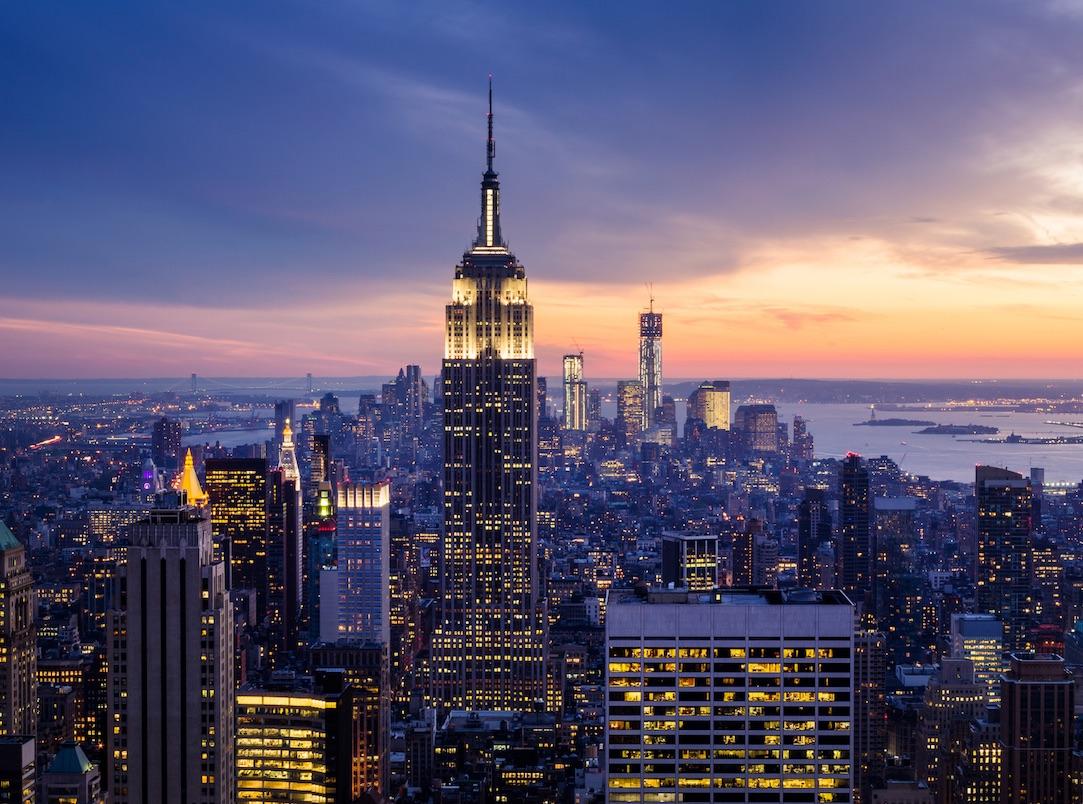 Pemandangan Empire State Building di New York City. Nikmati hotel dan hunian mewah bersama merek Grup Marriott.