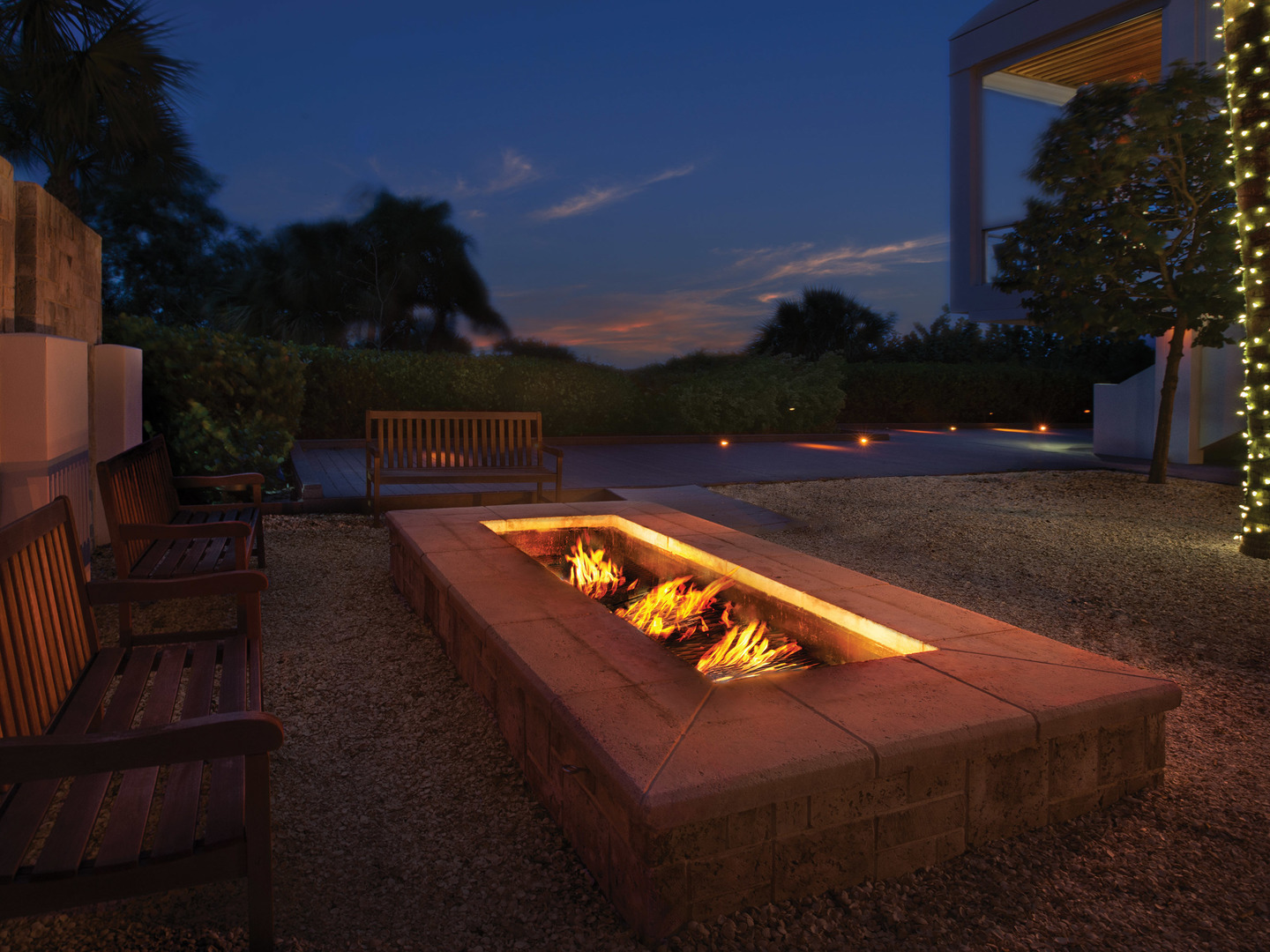 Marriott's Crystal Shores Fire Pit. Marriott's Crystal Shores is located in Marco Island, Florida United States.