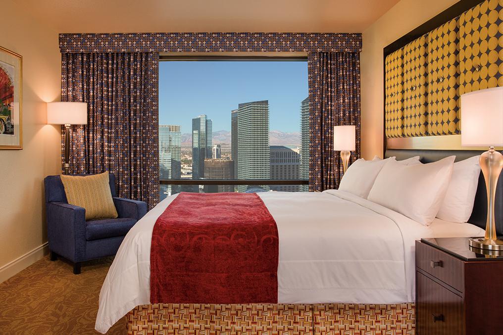 Marriott's Grand Chateau<span class='trademark'>®</span> 2-Bedroom/Master Bedroom (Tower 1). Marriott's Grand Chateau<span class='trademark'>®</span> is located in Las Vegas, Nevada United States.
