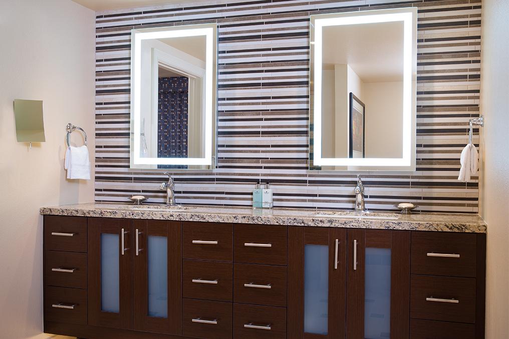 Marriott's Grand Chateau<span class='trademark'>®</span> 2-Bedroom/Master Bathroom (Tower 1). Marriott's Grand Chateau<span class='trademark'>®</span> is located in Las Vegas, Nevada United States.