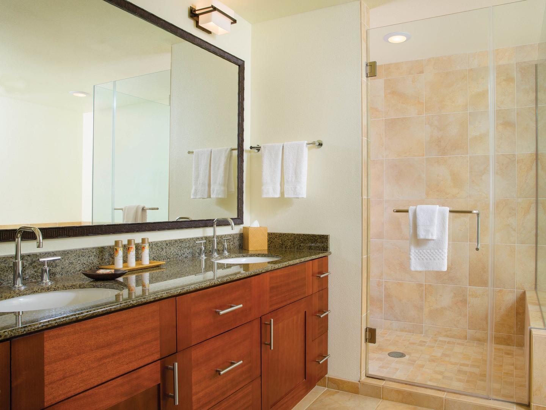 Marriott's Kaua'i Lagoons – Kalanipu'u Villa Master Bathroom. Marriott's Kaua'i Lagoons – Kalanipu'u is located in Līhuʻe, Kaua'i, Hawai'i United States.