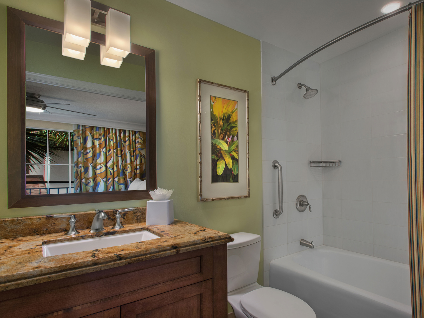 Marriott's Lakeshore Reserve 2-Bedroom Townhouse Guest Bathroom. Marriott's Lakeshore Reserve is located in Orlando, Florida United States.