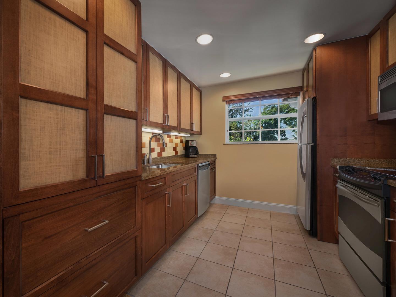 Marriott's Lakeshore Reserve 3-Bedroom Townhouse Kitchen. Marriott's Lakeshore Reserve is located in Orlando, Florida United States.