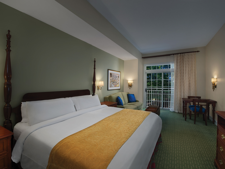 Marriott's Manor Club Villa Guest Room Bedroom. Marriott's Manor Club is located in Williamsburg, Virginia United States.