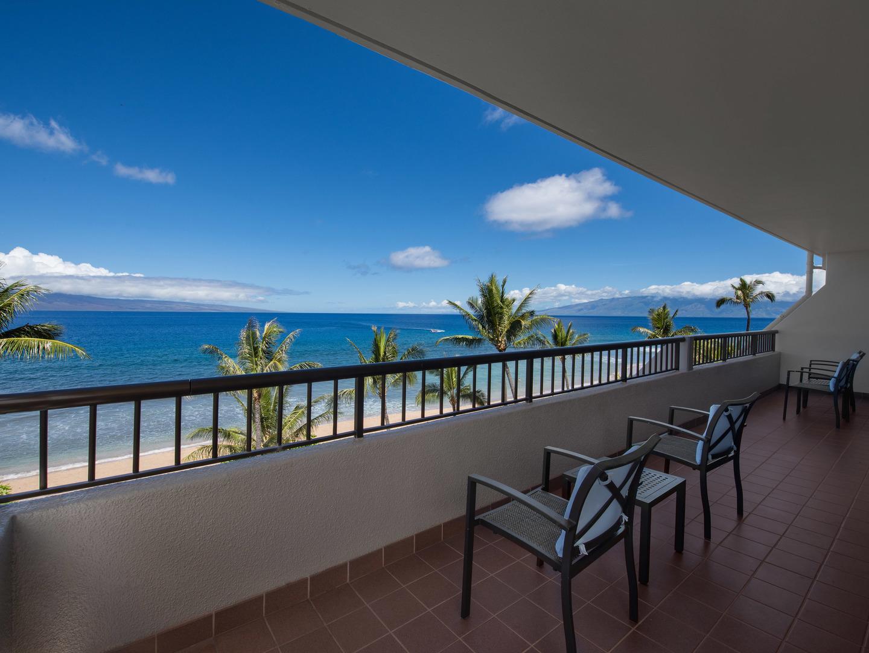 Marriott's Maui Ocean Club - Molokai, Maui, and Lanai Towers Villa Master Bedroom. Marriott's Maui Ocean Club - Molokai, Maui, and Lanai Towers is located in Lāhainā, Maui, Hawai'i United States.