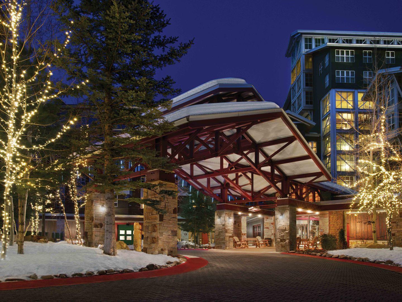Marriott's MountainSide Resort Exterior Porte Cochere. Marriott's MountainSide is located in Park City, Utah United States.