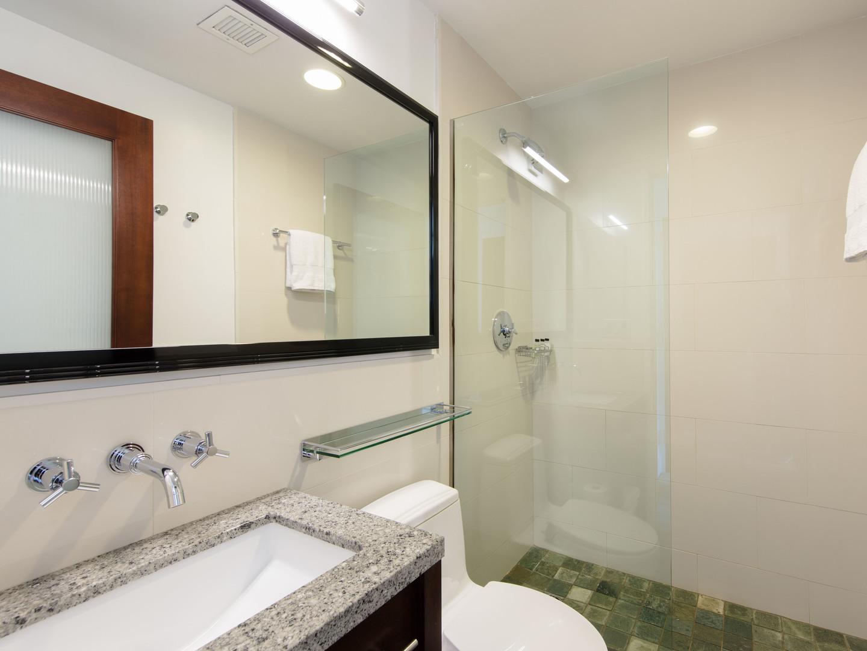 Marriott Vacation Club Pulse<span class='trademark'>®</span>, New York City Queen Guestroom Bathroom. Marriott Vacation Club Pulse<span class='trademark'>®</span>, New York City is located in New York City, New York United States.