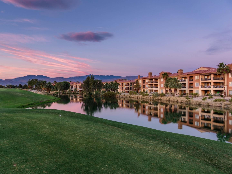 Marriott's Shadow Ridge Resort, Golf Course Sunset Exterior. Marriott's Shadow Ridge is located in Palm Desert, California United States.