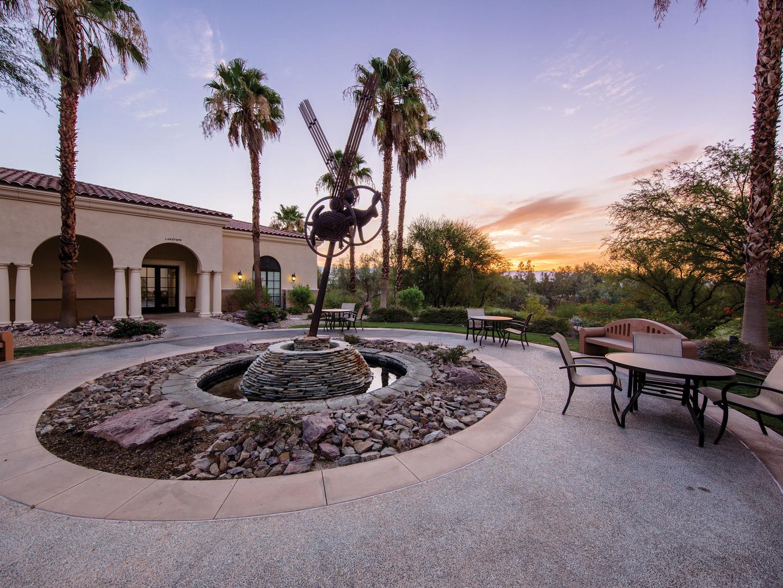 Marriott's Shadow Ridge Courtyard. Marriott's Shadow Ridge is located in Palm Desert, California United States.