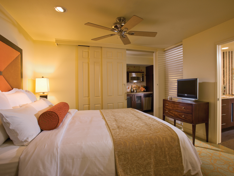 Marriott's Shadow Ridge Deluxe Lockoff Villa Bedroom (The Enclaves). Marriott's Shadow Ridge is located in Palm Desert, California United States.
