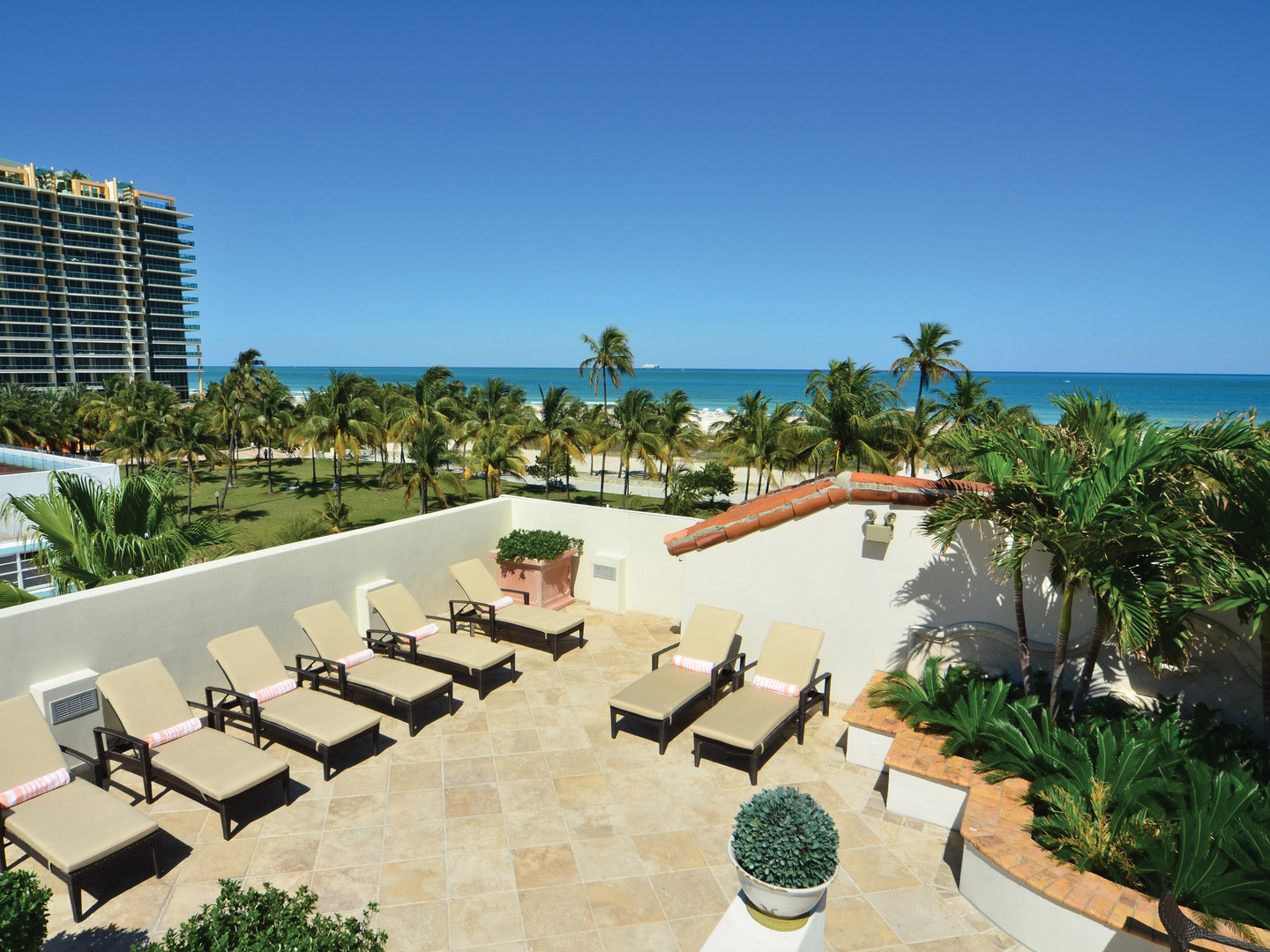 Marriott Vacation Club Pulse<span class='trademark'>®</span>, South Beach Roof Patio. Marriott Vacation Club Pulse<span class='trademark'>®</span>, South Beach is located in Miami Beach, Florida United States.