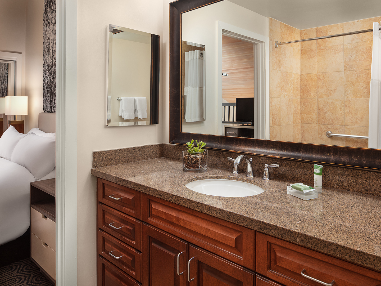Marriott's StreamSide - Birch 2-Bedroom Loft/Bathroom, Douglas. Marriott's StreamSide - Birch is located in Vail, Colorado United States.