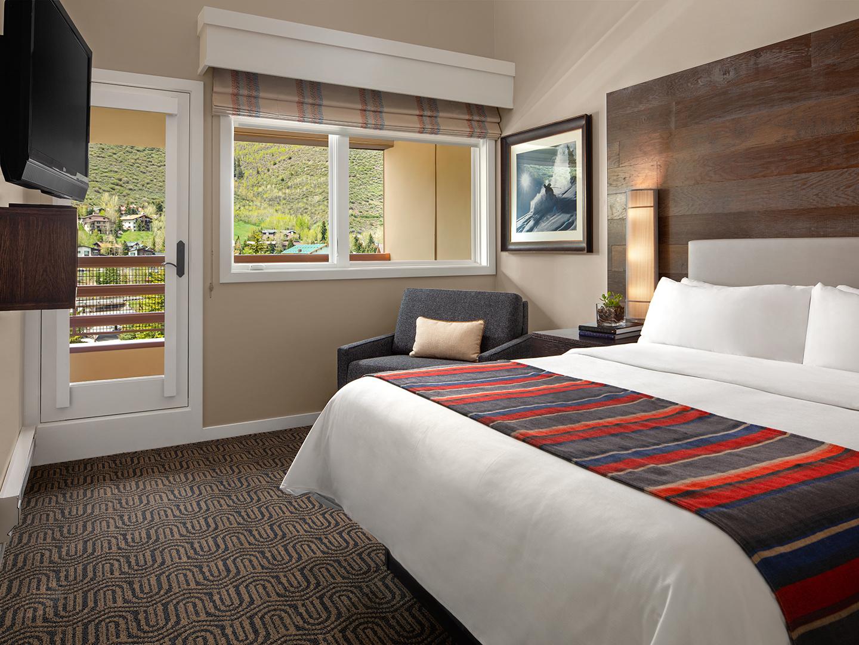 Marriott's StreamSide - Birch 1 & 2 Bedroom Loft/Master Bedroom, Douglas. Marriott's StreamSide - Birch is located in Vail, Colorado United States.