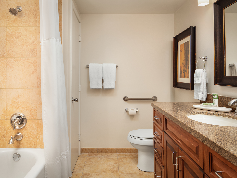 Marriott's StreamSide - Birch 1 & 2 Bedroom Loft/Master Bathroom, Douglas. Marriott's StreamSide - Birch is located in Vail, Colorado United States.