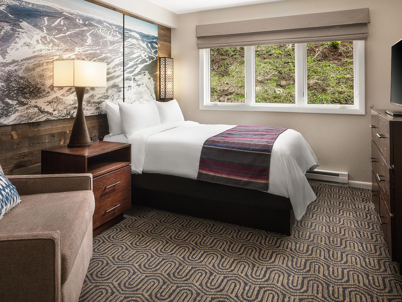 Marriott's StreamSide - Birch 2-Bedroom/2-Bath Villa Master Bedroom, Birch. Marriott's StreamSide - Birch is located in Vail, Colorado United States.