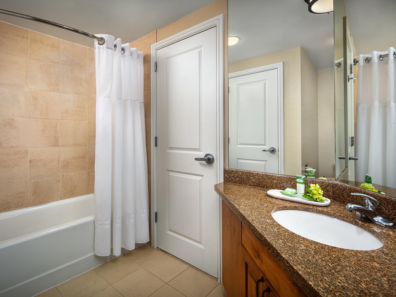 Marriott's StreamSide - Birch 2-Bedroom/2 Bath Villa, Guest Bathroom. Marriott's StreamSide - Birch is located in Vail, Colorado United States.