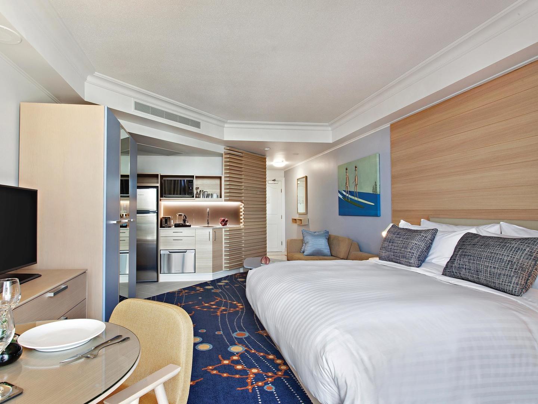 Marriott Vacation Club<span class='trademark'>℠</span> at Surfers Paradise Guestroom Living Room/Dining Room. Marriott Vacation Club<span class='trademark'>℠</span> at Surfers Paradise is located in Gold Coast, Surfers Paradise Australia.