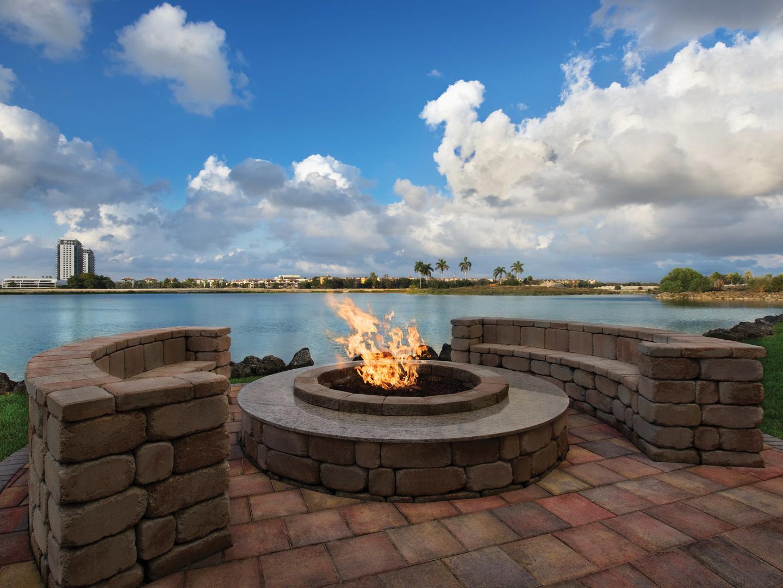 Marriott's Villas at Doral Resort Fire Pit. Marriott's Villas at Doral is located in Miami, Florida United States.